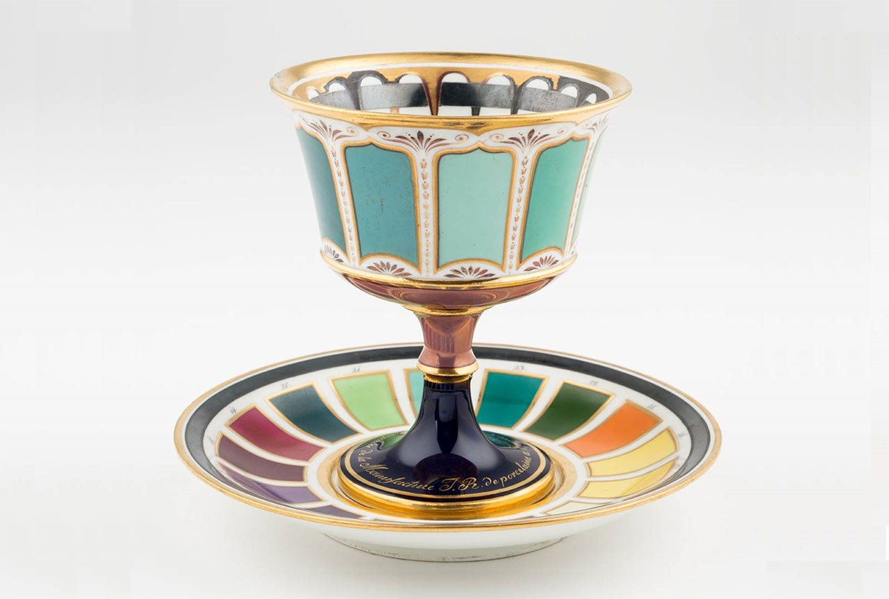 <BODY>Goblet with Presentoir Showing Color Samples</BODY>