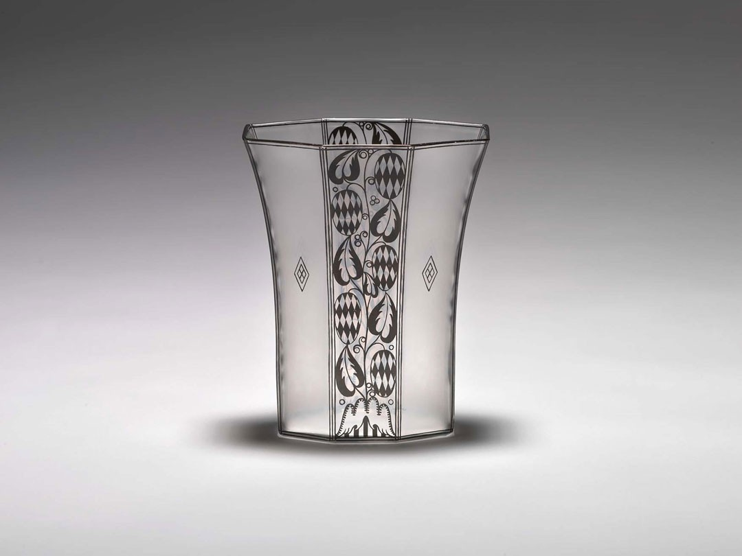 <BODY><div>Josef Hoffmann, Vase from a dresser set for the Wiener Werkstätte, glass, bronzite, J. & L. Lobmeyr, 1913</div><div>© Peter Kainz/MAK</div><div> </div></BODY>