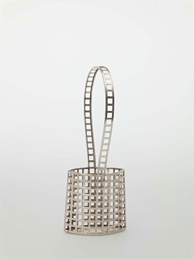 <BODY><div>Josef Hoffmann, Basket with handles for the Wiener Werkstätte, latticework object, silver, 1906</div><div>© MAK/Georg Mayer</div><div> </div></BODY>