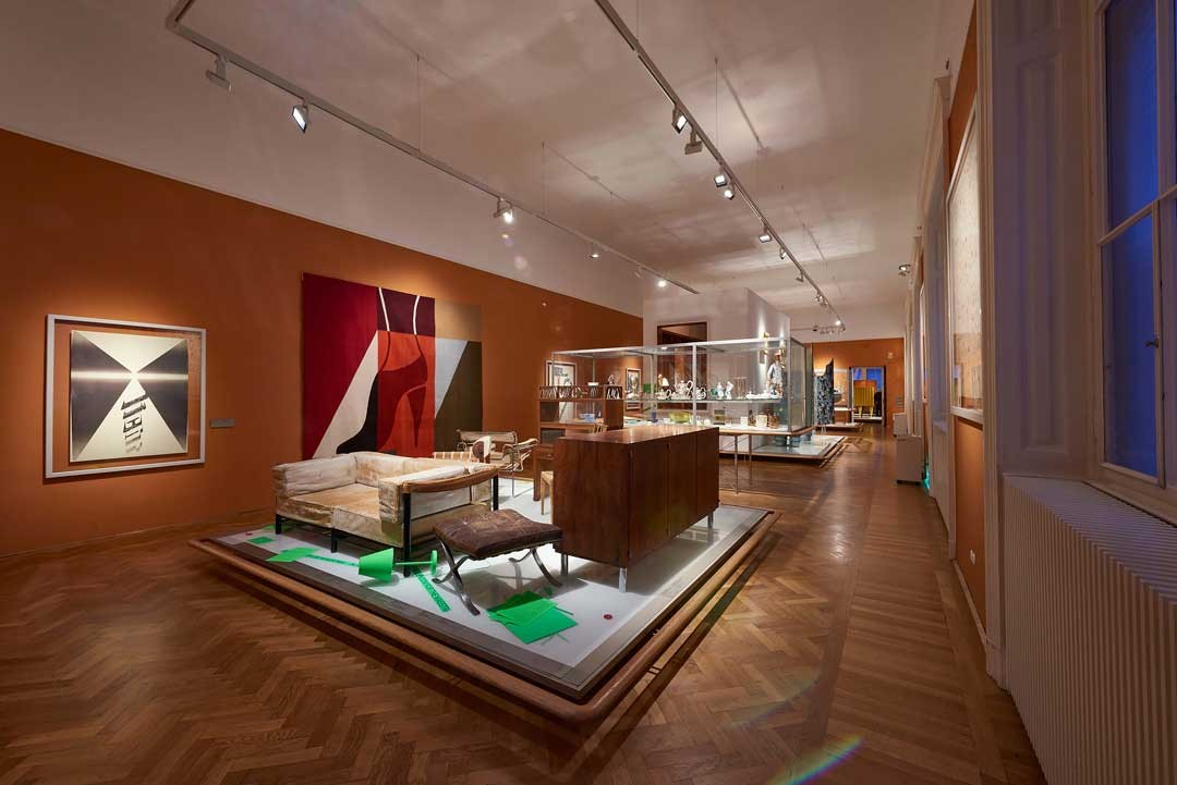 <BODY><div>MAK Exhibition View, 2020</div><div>BOLD AND FREE! The Invasion of Hidden Objects</div><div>MAK Permanent Collection Vienna 1900</div><div>Intervention: Make room for the Maestra!</div><div>Anna-Lülja Praun, Settee for Herbert von Karajan, 1959 </div><div>and Intervention: visiting friends </div><div>Ulrike Müller, Rug (con tacón), 2018</div><div>© MAK/Georg Mayer</div><div> </div></BODY>
