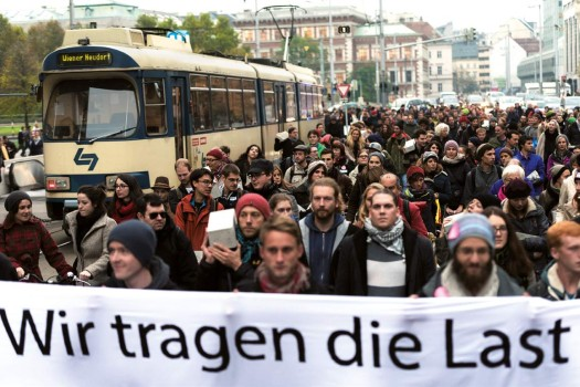 HYPOTOPIA–Milliardenstadt [billions city] demonstration procession along Vienna's Ringstraße