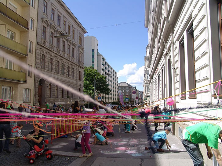 Free play on <i>Wiener Spielstraße</i> [Vienna's play street]