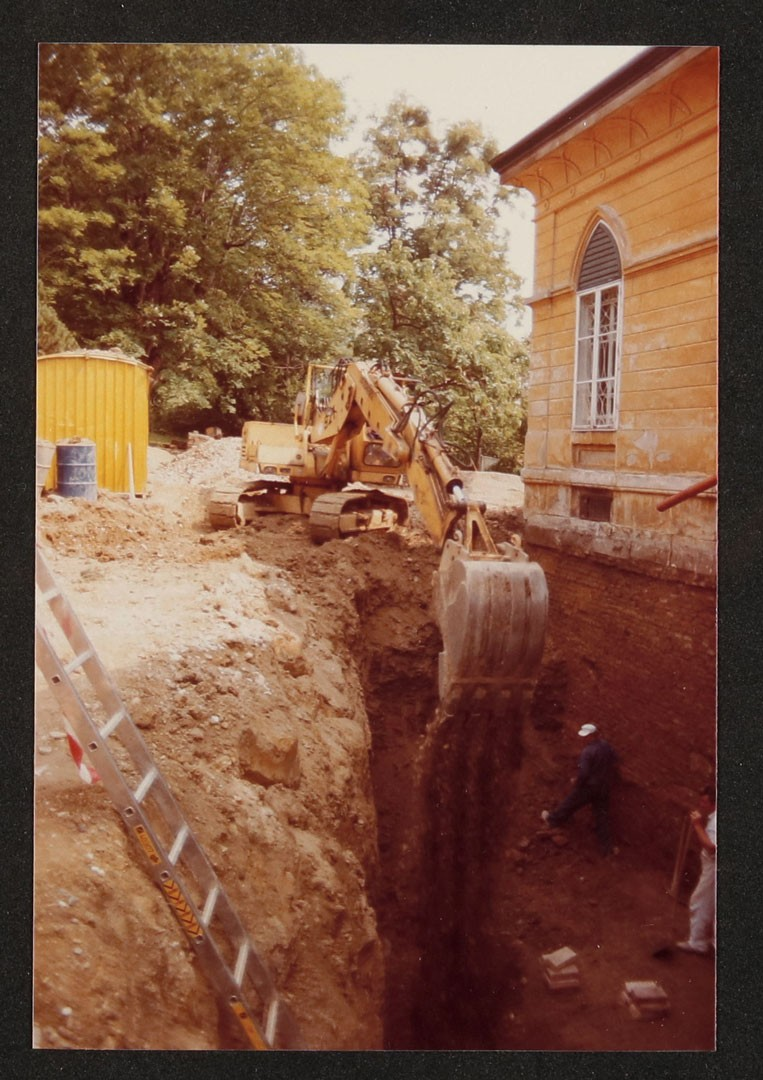 <BODY>Dehumidifying and  renovating the foundations of the Geymüllerschlössel, 1988 © MAK</BODY>