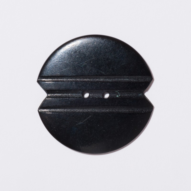 Curator-Guided Tour BAKELITBAKELITE: The Georg Kargl Collection Button, 20th c. © MAK/Nathan Murrell