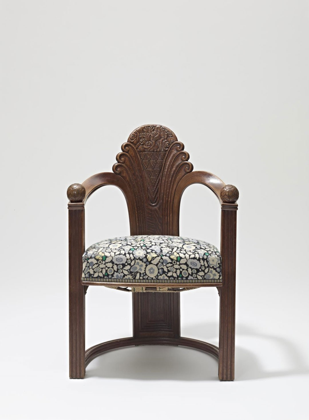<BODY>Otto Prutscher, Fauteuil, Vienna, ca. 1919<br />Execution: Gebrüder Thonet<br />Oak, carved; beechwood, bent; upholstery with textile cover<br />© MAK/Georg Mayer</BODY>